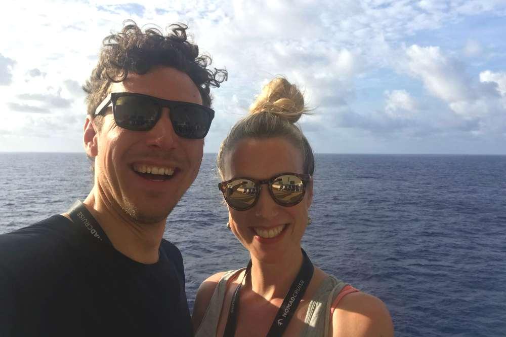 Jan und Bea an Deck der Nomad Cruise