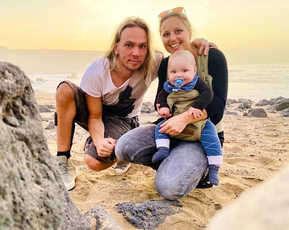 Digitale Nomaden Familie_Jenny und Christian mit ihrem Baby Louis